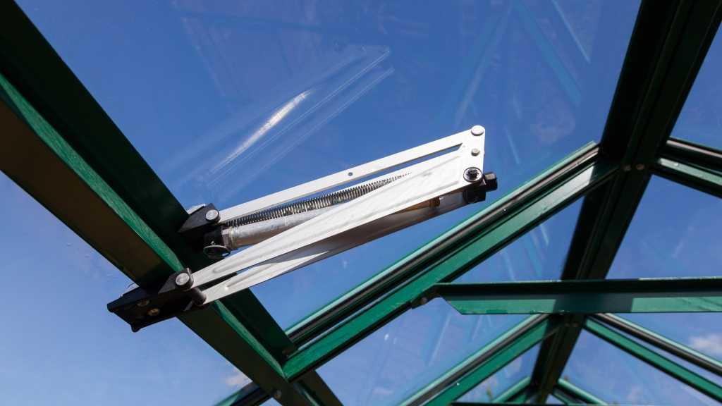 So funktioniert ein automatischer Fensteröffner für ein Gewächshaus