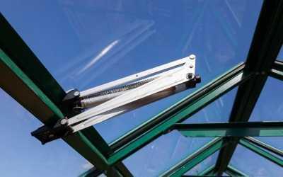 Automatischer Fensteröffner für das Gewächshaus – Wohlfühlatmosphäre bei Wind und Wetter
