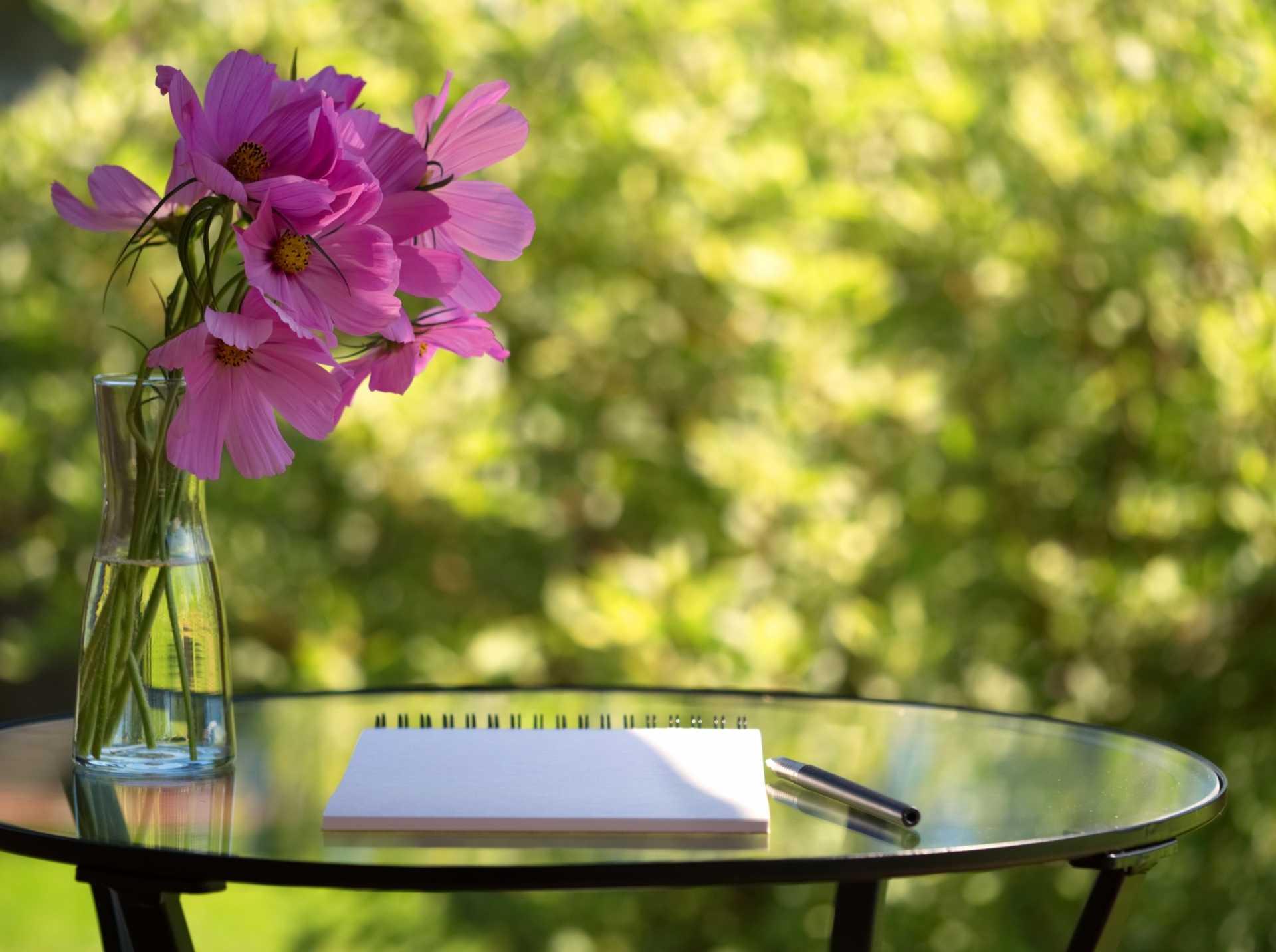Beistelltisch Garten: Die besten 3 Modelle für mehr Komfort und Ablagemöglichkeiten im Garten