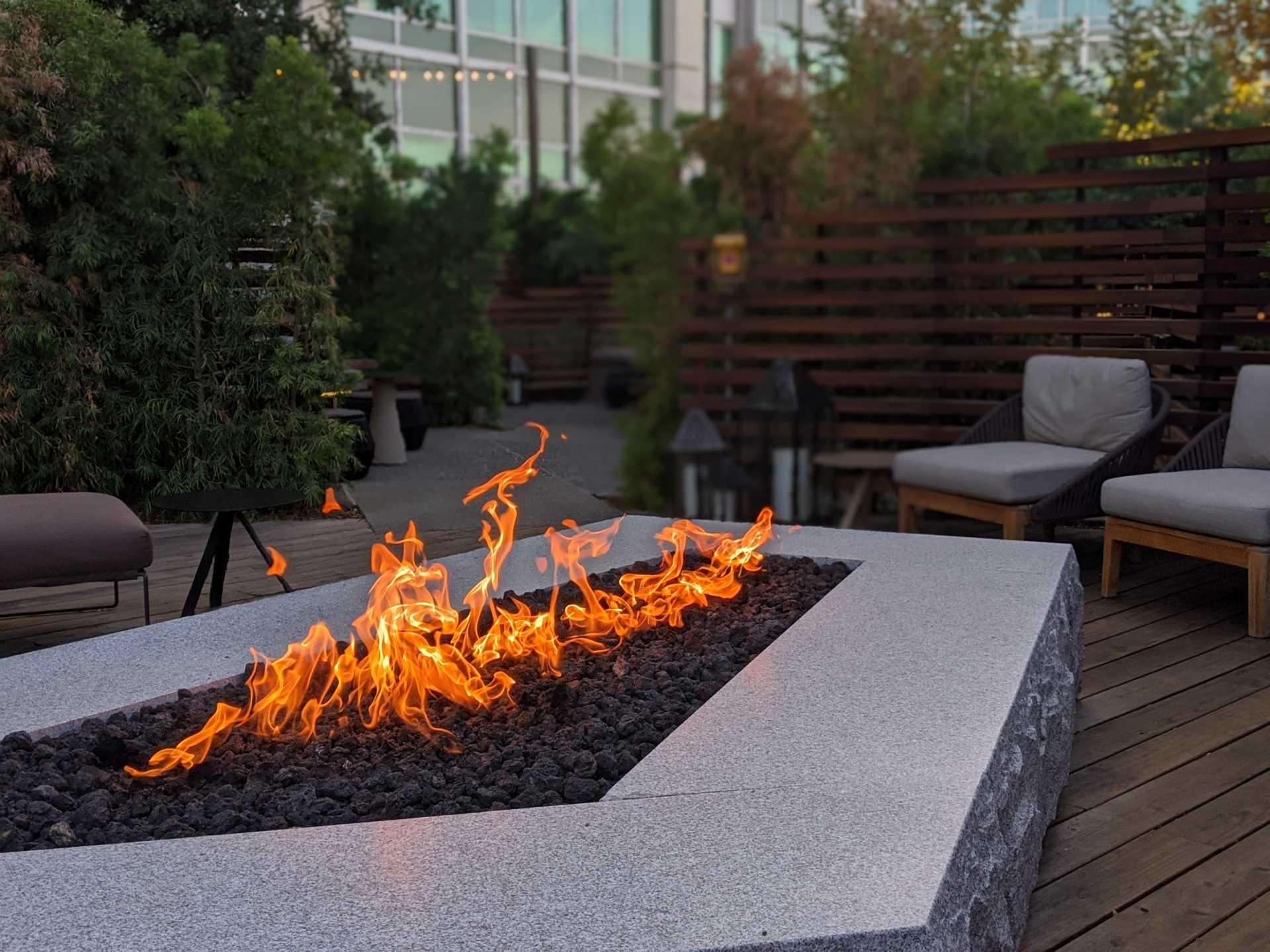 Feuerstelle im Garten: Für gesellige Abende und knisternde Momente
