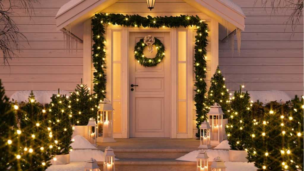 LED-Lichterketten sind eine romantische Weihnachtsdeko für draußen.