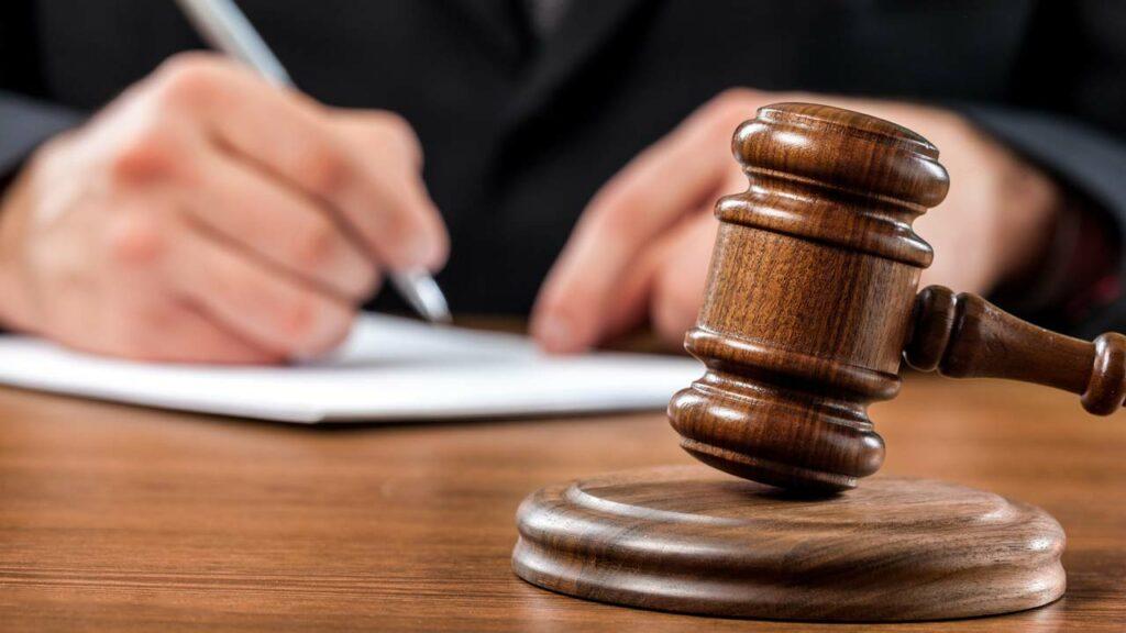 Sind Essig und Salz gegen Unkraut gesetzlich verboten?