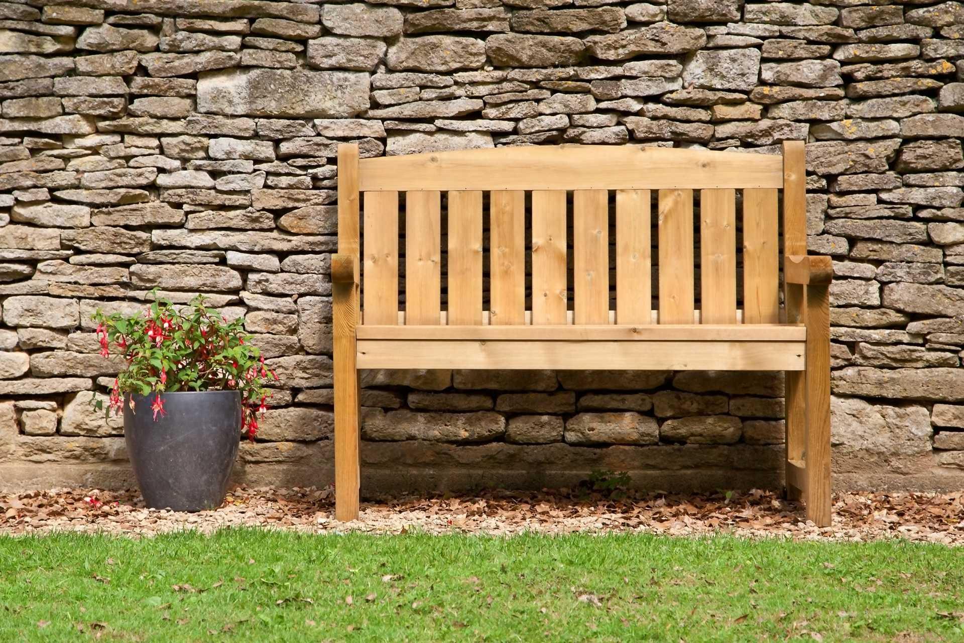 3 rustikale und klassische Holzbänke für die eigene Gartengestaltung