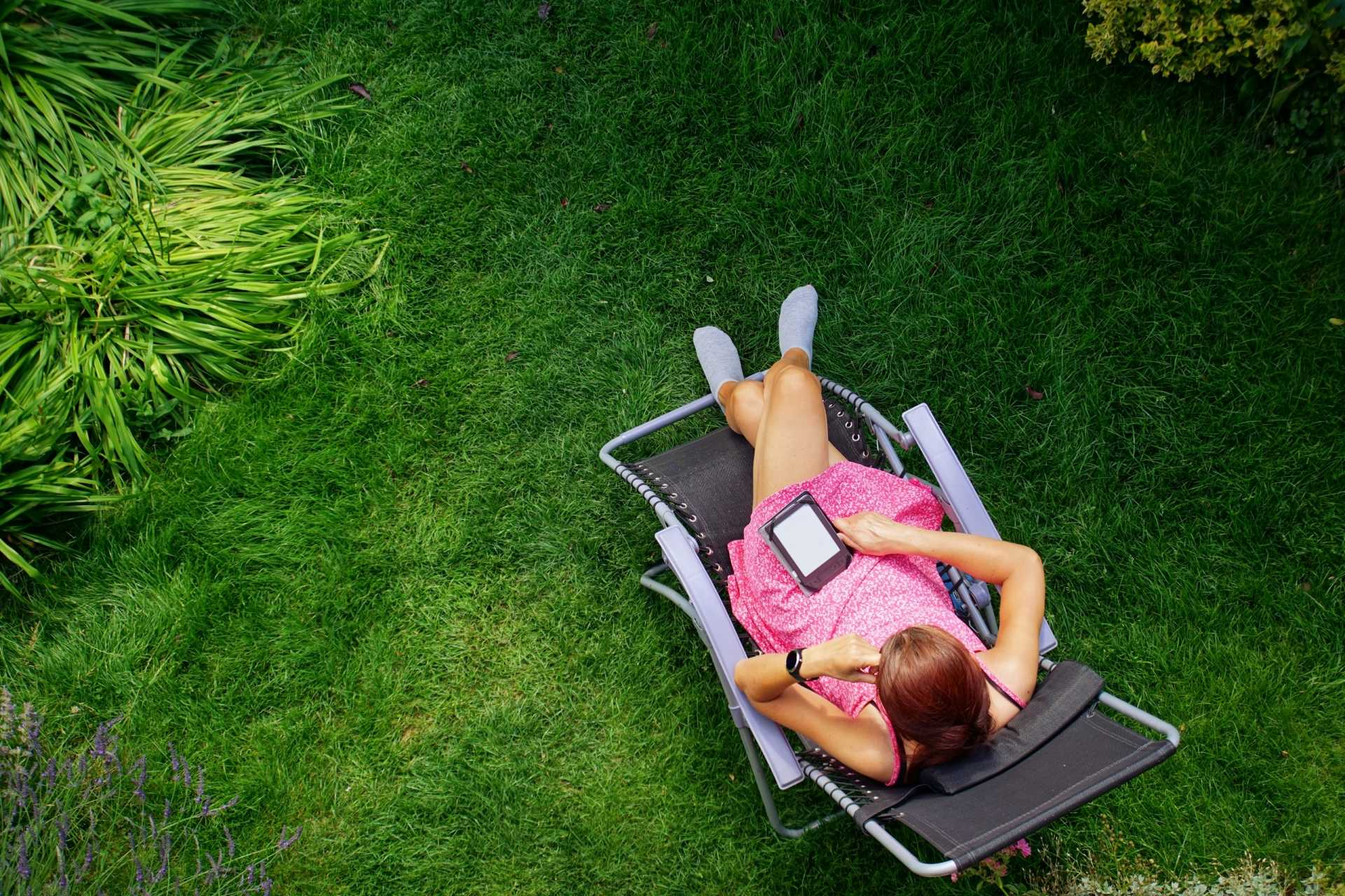 Liegestuhl im Garten: Die 4 besten Modelle zum Relaxen