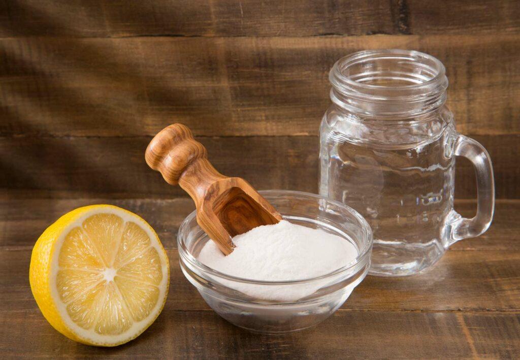 Säure und Salz sind gänzlich ungeeignete Unkrautvernichter