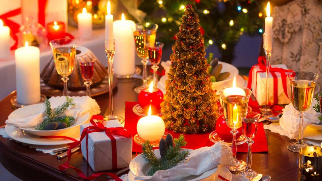 Servietten falten für den Weihnachtstisch