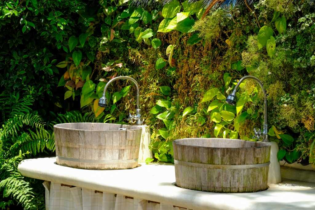Waschbecken im Garten