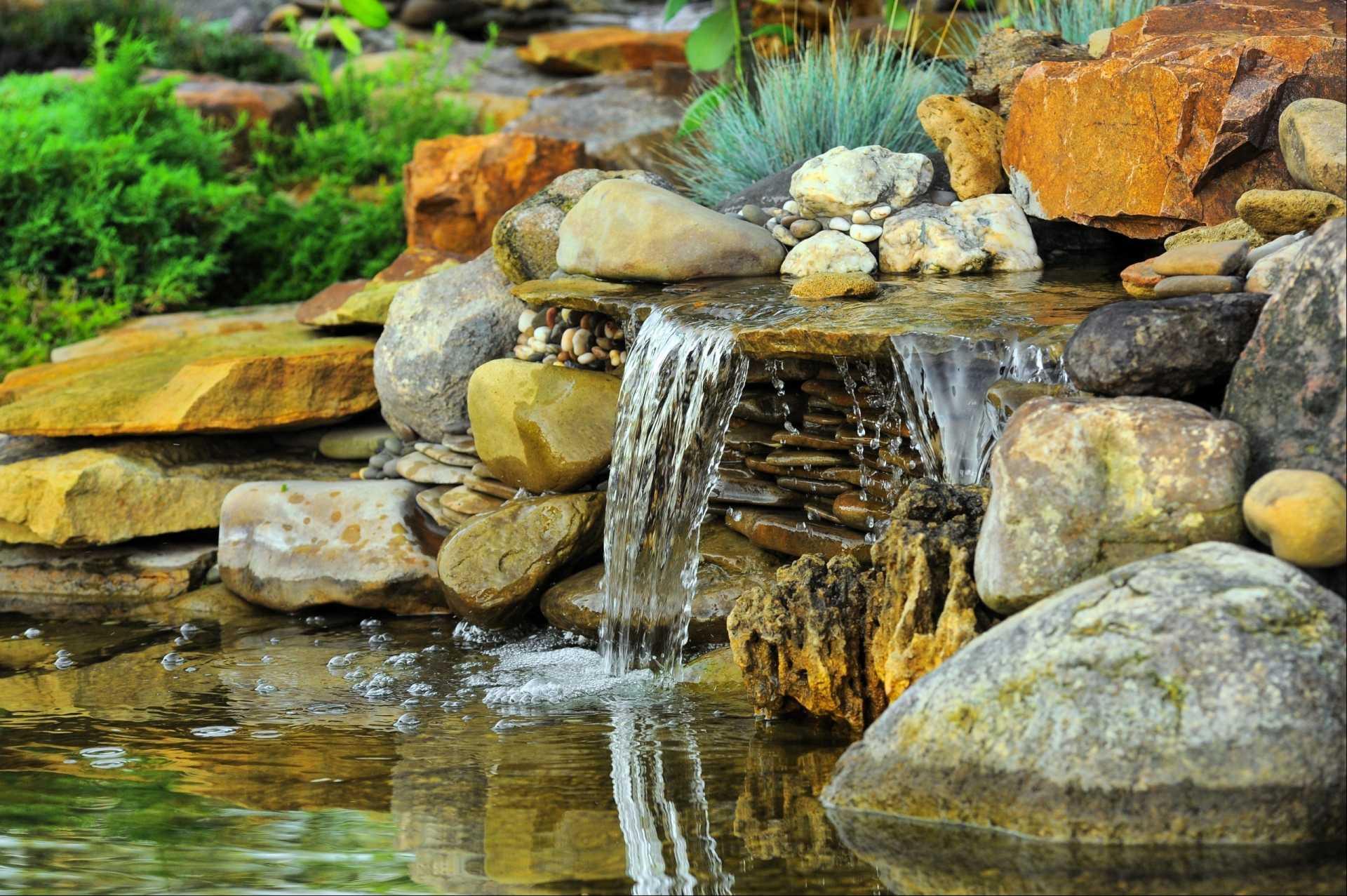 Wasserfall für den Garten: 3 dekorative Wasserspiele im Produktvergleich