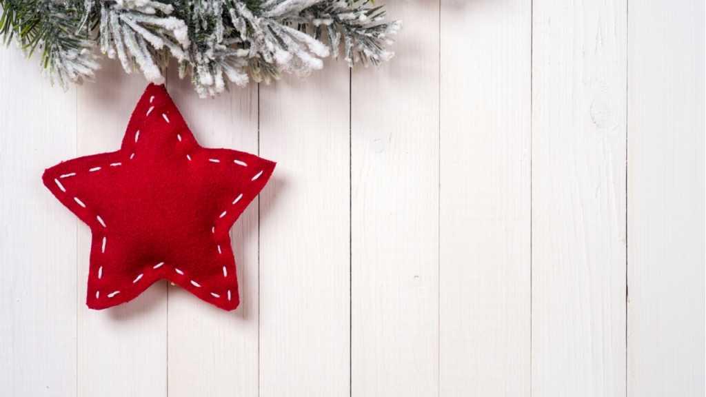 Stoffreste sind gut zum Upcycling geeignet, beispielsweise für Weihnachtsanhänger.