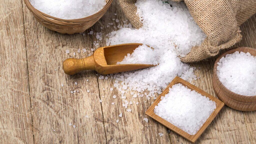 Baumstumpf mit salz