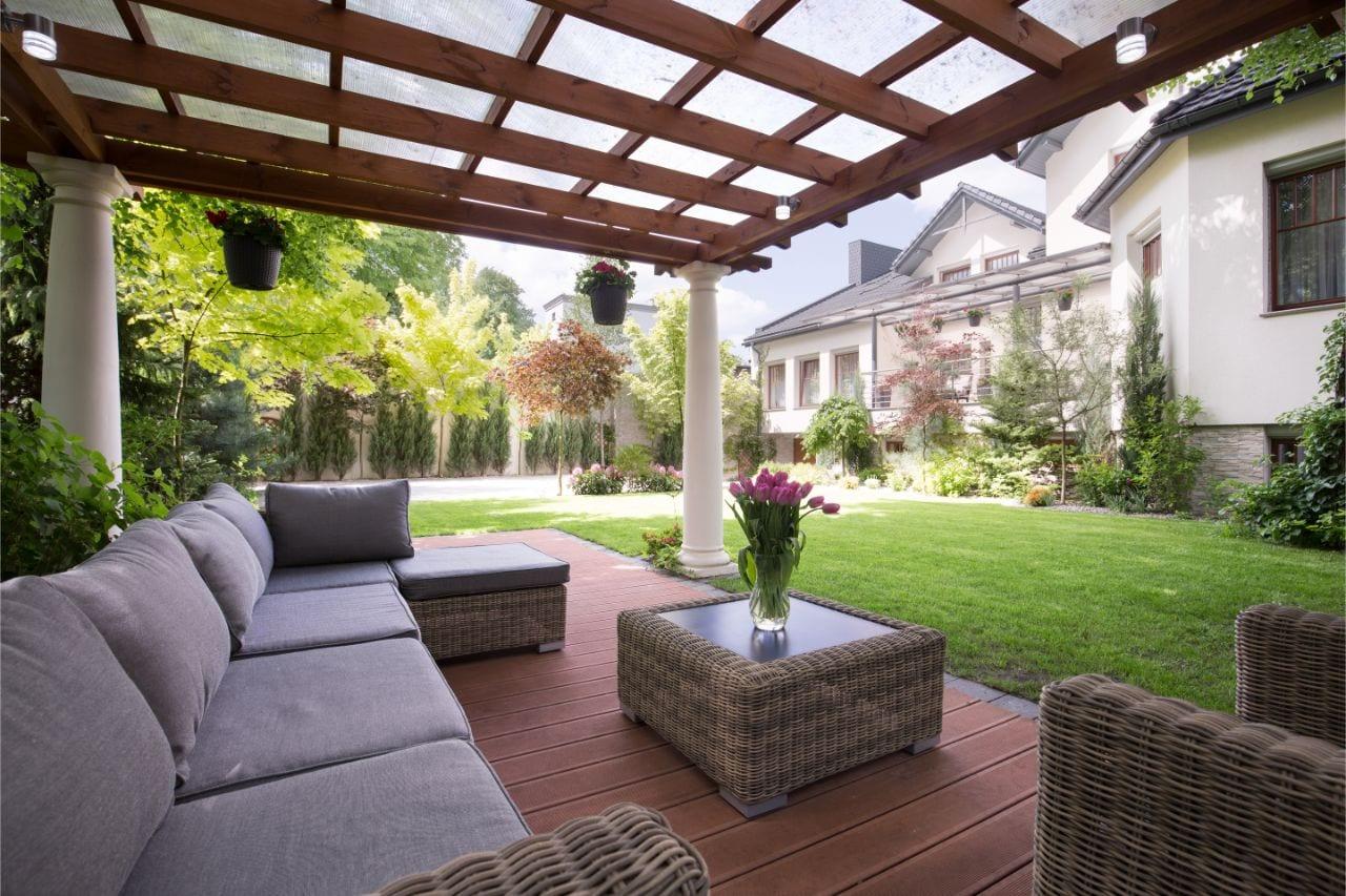 Terrassenüberdachung freistehend bietet viele Vorteile.