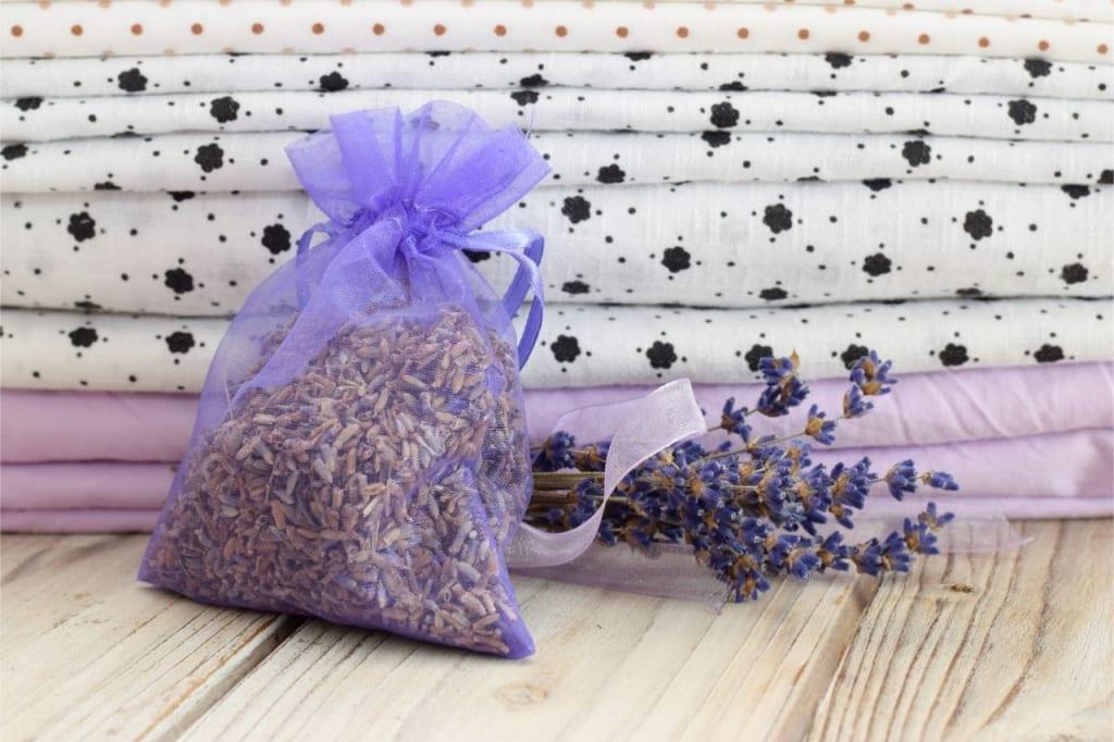Lavendelsäckchen beugen Motten im Haus vor.